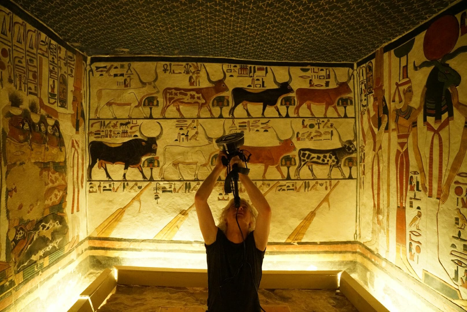 che de boer photographs nefertari's tomb for virtual environment