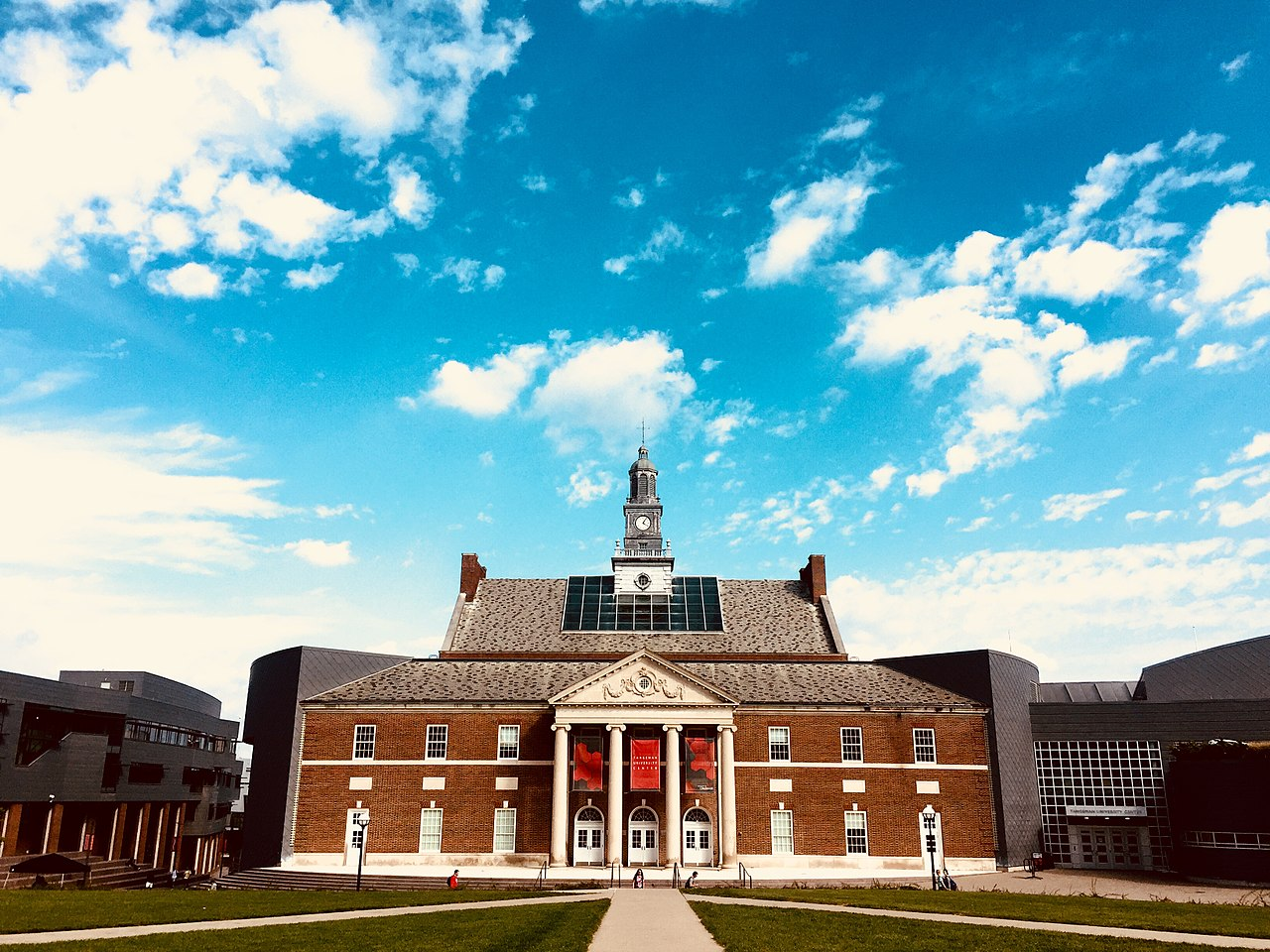 The Tangeman University Center at the University of Cincinnati. Wikimedia Commons.