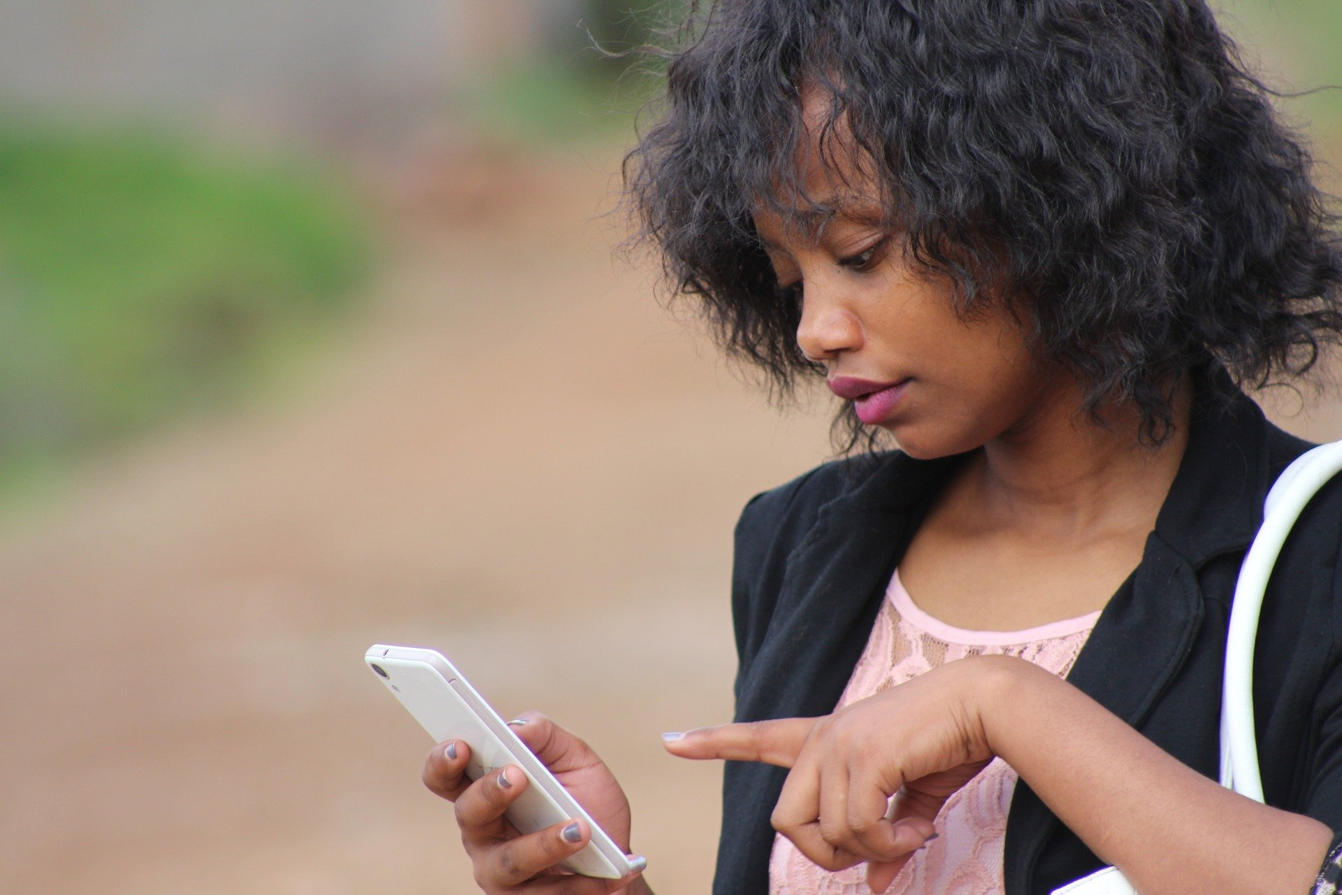 A woman operates her smartphone.